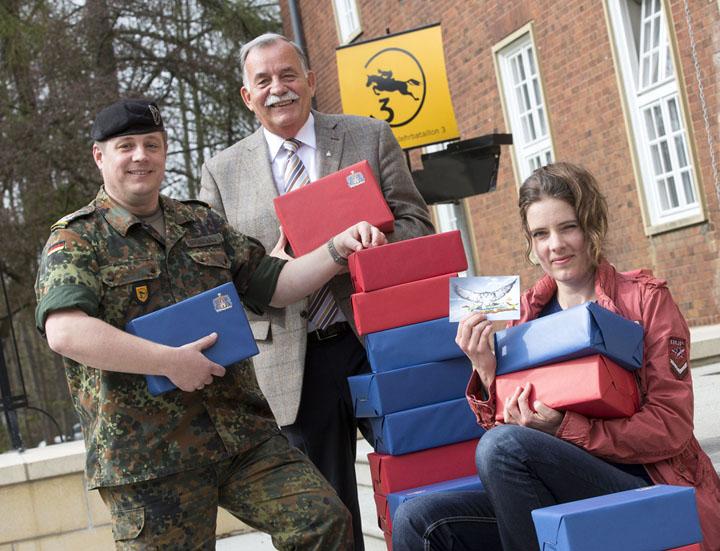 Foto t & w  Bundeswehr Pakete zu Ostern in die ausländischen  Einsatzgebiete